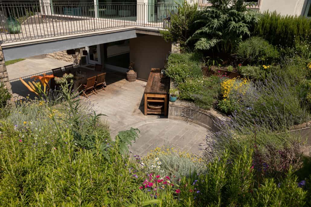 giardino contemporaneo per una villa moderna in Franciacorta